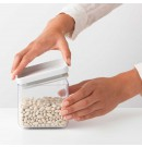 מיכל אחסון פלסטיק שקוף 0.7 ליטר, מכסה אפור בהיר Brabantia - ללא BPA + הנחה 10% לנרשמים לניוזלטר