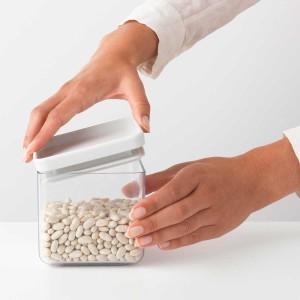 מיכל אחסון פלסטיק שקוף 0.7 ליטר, מכסה אפור בהיר Brabantia - ללא BPA + עכשיו במבצע 30% הנחה!